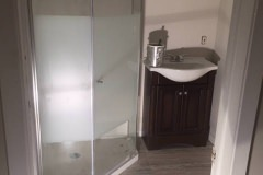 before-after-bathroom-reno-brantford-home-01