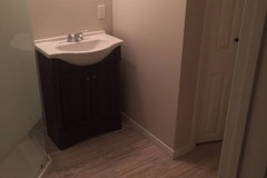 before-after-bathroom-reno-brantford-home-04